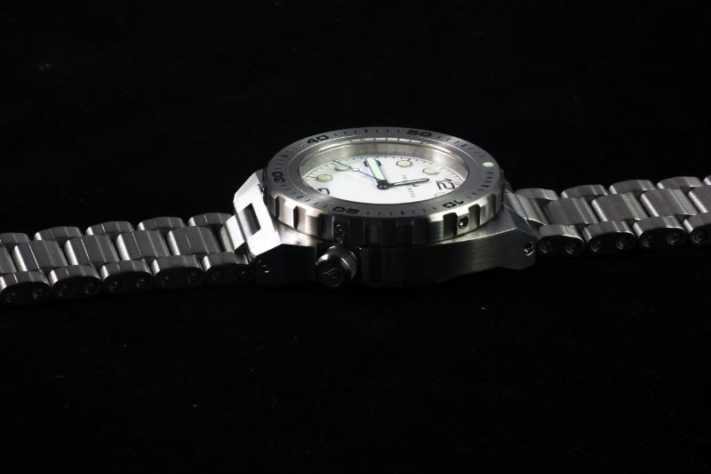 Swiss Made Prometheus Manta Ray Mens Diver Watch White Dial 1O